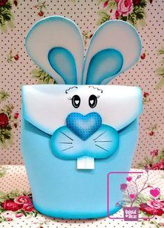 Delícia de sábado com curso de Páscoa....... Neste sábado tivemos mais uma agradável tarde com curso em artesanato em E.V.A., confeccion... Foam Crafts, Diy And Crafts, Arts And Crafts, Paper Crafts, Easter Crafts For Kids, Diy For Kids, Easter Bunny, Easter Eggs, Scroll Saw Patterns Free