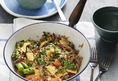 This Thai-style fried rice is great as a side for dinner, or even a take-to-work light lunch. Orzo Recipes, Dinner Recipes, Taiwanese Cuisine, Rice Grain, Thai Style, Rice Dishes, Fried Rice, Risotto, Low Carb