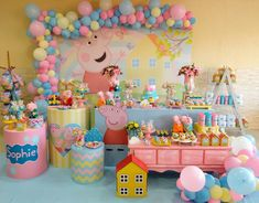 Place a house party that is certainly simple, fashionable, as well as fantastic! Peppa Pig Birthday Decorations, Peppa Pig Birthday Invitations, Peppa Pig Birthday Cake, 2nd Birthday Party Themes, Happy Birthday, Bolo Da Peppa Pig, Cumple Peppa Pig, Peppa Pig Balloons, Pig Party
