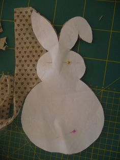 Tutorial : Coniglietti di Pasqua in pannolenci. | crocettando Easter Bunny, Tutorial, Bird, Bunnies, Ideas, Bricolage, Shape, Birds, Rabbit