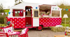Cocktails served to your wedding guests from this vintage chic Caravan. Fabulous! You can create your very own signature cocktail and have all your favourite drinks served to your guests in classic glasses or jam jars. We love this cute and very quirky cocktail bar.