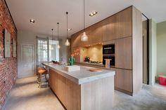 Totaalverbouwing herenhuis : Moderne keukens van StrandNL architectuur en interieur