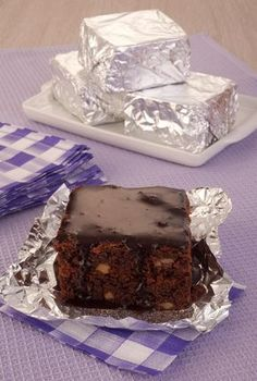 Chocolate Chip Cookies Bars Mini Ideas For 2019 Quick Easy Desserts, Mini Desserts, Sweet Desserts, Sweet Recipes, Cake Recipes, Dessert Recipes, Chocolate Chip Cookie Bars, Chocolate Chips, Brownie Cake
