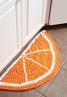 Crochet this orange citrus slice rug for the kitchen from Yarnspirations from my warm weather crochet projects for spring free pattern roundup! home decor free projects Warm Weather Crochet Projects for Spring Crochet Gifts, Crochet Yarn, Free Crochet, Crochet Rug Patterns, Knitting Patterns, Free Knitting, Crochet Projects, Sewing Projects, Crochet Simple