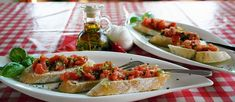 The Bruschetta is a favorite every time I visit Olive garden. I love this recipe for Olive Garden Copycat Bruschetta. Bruschetta Recept, Tomato Bruschetta, Bruschetta Chicken, Olive Garden Bruschetta Recipe, Italian Dishes, Italian Recipes, Italian Foods, Italian Pasta, Antipasto