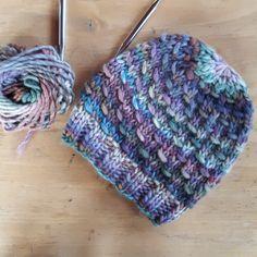 the knitting minden - hat smiley - Stricken - Crafts How To Start Knitting, Knitting For Kids, Knitting For Beginners, Knitting Yarn, Free Knitting, Beanie Knitting Patterns Free, Crochet Blanket Patterns, Knitted Hats Kids, Crochet Hats