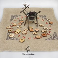 Embroidered rune casting cloth with four ravens. Wiccan, Witchcraft, Pagan, Rune Casting, Arte Viking, Rune Reading, Rune Stones, Elder Futhark, Altar Cloth