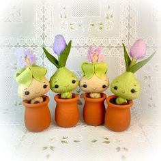 Happy tiny Kawaii Mandrake or Tulip is handmade and comes in its own little pot. Stands approximately 3 1/2 tall in the pot, but is removable. Not recommended for very young children, as it poses a choking hazard. Made from a Noialand pattern and comes from a smoke-free home.
