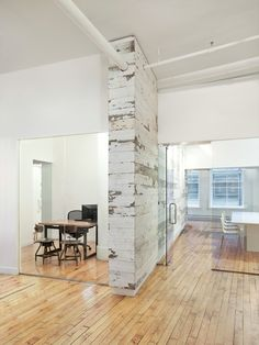 Image 7 of 11 from gallery of EDUN Americas, Inc. Showroom & Offices / Spacesmith. Courtesy of Spacesmith