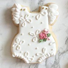 These just honestly make me so happy! Kawaii Cookies, Fancy Cookies, Cute Cookies, Royal Icing Cookies, Cupcake Cookies, Sugar Cookies, Crazy Cookies, Iced Cookies, Baby Girl Cookies