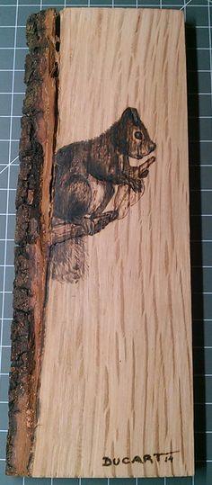 Pirograbado ardilla by Ducart. 18 x 6 cm