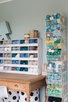 Hoe richt je een craftroom in? - Happy Handmade living - Home - Crafts Sewing Room Storage, Yarn Storage, Craft Room Storage, Woodworking Software, Woodworking Patterns, Woodworking Projects, Woodworking Quotes, Woodworking Clamps, Space Crafts