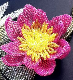 Pattern for beaded lotus / water lily - scheme - beading tutorial French Beaded Flowers, Crochet Flowers, Beading Tutorials, Beading Patterns, Seed Bead Crafts, Peyote Beading, Beadwork, Beaded Ornaments, Beads And Wire
