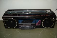 VINTAGE PORTABLE STEREO RADIO CASSETTE PLAYER RT-8016