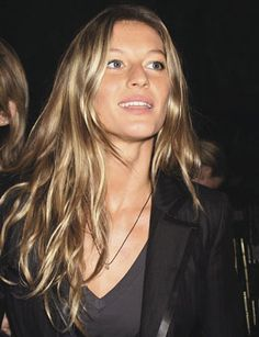 Should i start getting blond highlights again?? Gisele is a sex goddess !!!