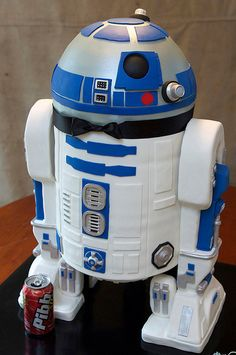 HOLY EFFING SHIZ, JULIE!!! R2D2 Grooms Cake. Uhhhhh.... I say baby shower cake.... So what if you are having a girl!