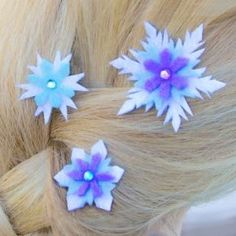 Frozen Birthday Party favor DIY - Tes barrettes d'Elsa en flocons de neige Disney Frozen Party, Frozen Birthday Party, Disney Frozen Crafts, Frozen Theme Party, Birthday Parties, Birthday Ideas, Frozen Snowflake, Diy Snowflakes, Party Fiesta
