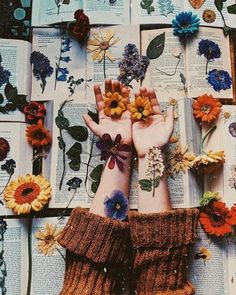 May you always have poetry, flowers for pressing and a good book to read underneath the sun 💫🌼 What book are you reading right now? Art Hoe Aesthetic, Flower Aesthetic, Aesthetic Vintage, Aesthetic Backgrounds, Aesthetic Iphone Wallpaper, Aesthetic Wallpapers, Photo Pour Instagram, Flower Bag, Photo Wall Collage