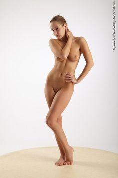 Pose nude model