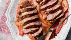 Pikantní kachna s rebarborou Foto: Sausage, Steak, Pork, Tasty, Kale Stir Fry, Sausages, Steaks, Pork Chops, Chinese Sausage