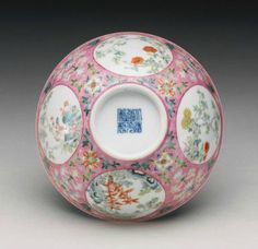 A pink-ground famille-rose 'medallion' bowl, Daoguang seal mark and period - Alain. Chinese Crafts, Chinese Art, Porcelain Vase, Fine Porcelain, Chinese Bowls, Oriental, Chinese Ceramics, Chinese Culture, Chinoiserie