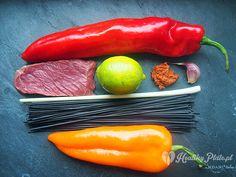 preparing beef with black pasta / pasta negra con carne de ternera