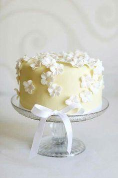 Yellow pastel white flowers cake