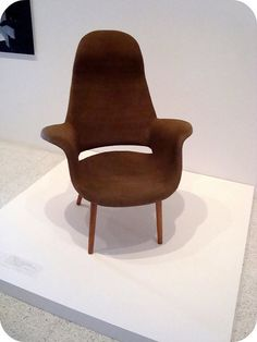 Eero Saarinen, chair. Would like to have one, but in a different colour.