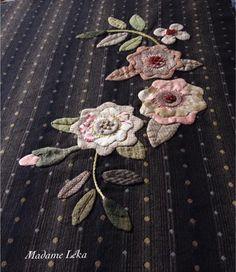 Flowers Applique Stitches, Wool Applique Patterns, Hand Applique, Applique Quilts, Applique Designs, Embroidery Patterns, Quilt Block Patterns, Applique Ideas, Flower Quilts