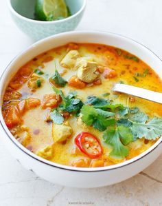 COMPONENTS   2 - 3 PORTIONS  1 tablespoon olive oil  1 small onion  2 cloves garlic  300 g of sweet potato (1/2 large)  1/3 cup red lentils  1 liter of broth, the broth  1 single chicken breast  1/4 cup cream 30%  spices: after 1/2 teaspoon cumin, sweet pepper, hot pepper, turmeric, dried oregano, coriander and salt and pepper Mexican soup with sweet potatoes, chicken and lentils