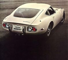 Toyota 2000GT Best Bondcar ever...