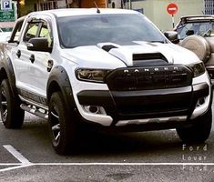I absolutely adore this coloring for this lifted ford Carros Audi, Carros Toyota, American Pickup Trucks, Ford Pickup Trucks, Cool Trucks, Big Trucks, 4x4 Ford Ranger, Ranger Truck, Monster Truck Room
