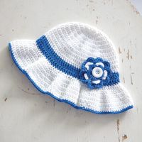 Beach Bonnet - An easy #crochet pattern for a stylish sun #hat, sized for kids and adults.