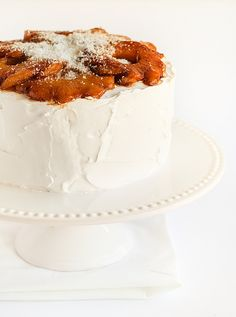 Coconut Chiffon Cake with Roasted Pineapple ♥ Great Desserts, Delicious Desserts, Dessert Healthy, Sweet Recipes, Cake Recipes, Roasted Pineapple, Pineapple Cake, Lemon Blueberry Cupcakes, Coconut Recipes