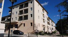 Située à 50 mètres du centre d'Uzès, la Résidence Le Mas des Oliviers - Uzes Loc Vacances affiche un style provençal et possède une piscine intérieure...