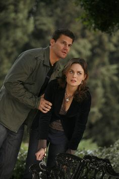Bones Season 2 - Judas on a Pole | Emily Deschanel as Dr. Temperance Brennan David Boreanaz as Special Agent Seeley Booth  ©2006 Fox Broadcasting Co. Cr: Isabella Vosmikova/FOX
