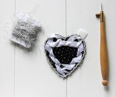 Custom'patch coeur , patch coeur , écusson coeur , patch ruban , écusson ruban , cadeau pour elle , cadeau St-Valentin , patch brodé de la boutique Heollene sur Etsy