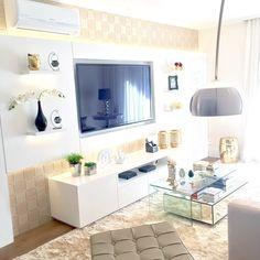 Muito amor por cada cantinho da #fehome  @studiorcarquitetura #livingroom #hometeather