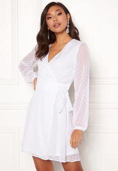 Ruffle Dress, I Dress, Dress Outfits, Casual Dresses, Wrap Dress, Casual Outfits, Fashion Dresses, White Bridal Shower Dress, Confirmation Dresses