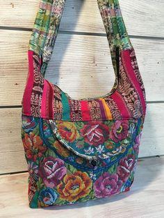 Sac besace en patchwork de tissus colorés : Sacs bandoulière par mina-moon