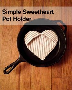 simple sweetheart pot holder by Fabric Depot