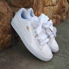 Cute Shoes Flats, Cute Sneakers, Me Too Shoes, Casual Shoes, Puma Bow Sneakers, Tennis Puma, Sneakers Fashion, Fashion Shoes, Puma Basket Heart