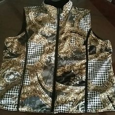 Mountain Lake reversible vest size xl This vest is reversible and both sides have pockets. Mountain lake Jackets & Coats Vests
