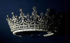 London, UNITED KINGDOM: A diamonds and silver tiara given to Britain's Queen Elizabeth II on her wedding day 20 November 1947 by Queen Mary is displayed 27 July 2007 in London.To mark the anniversary of marriage of Queen Elizabeth II and Prince Philip, Royal Crowns, Crown Royal, Tiaras And Crowns, Royal Tiaras, Palais De Buckingham, Silver Tiara, Queen Elizabeth Ii, Queen Mary, Princess Elizabeth