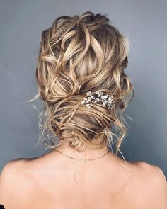 75 Drop-Dead Gorgeous Wedding Hairstyles For A Romantic Wedding hair short 55 Amazing updo hairstyle with the wow factor Messy Wedding Hair, Romantic Wedding Hair, Wedding Updo, Beach Wedding Hair, Wedding Beauty, Luxury Wedding, Wedding Ceremony, Bridesmaid Hair, Prom Hair