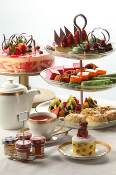 beautiful selection for a high tea - Food And Drink For You English Afternoon Tea, English High Tea, Simply Yummy, Afternoon Tea Parties, Tea Sandwiches, Snacks Für Party, My Tea, Cookies Et Biscuits, Tea Recipes