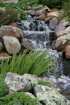 50 Cozy Diy Outdoor Waterfall Ideas For Beautiful Decoration - Outdoor waterfalls are artificial decorative pieces that have a system of continual flowing water as in a real waterfall. They can have many patterns,. Backyard Water Feature, Ponds Backyard, Koi Ponds, Garden Ponds, Backyard Ideas, Pond Landscaping, Landscaping With Rocks, Garden Waterfall, Waterfall Design