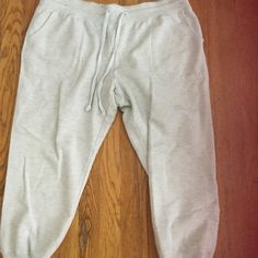 American Eagle Sweatpants Super soft sweatpants from American Eagle with pockets. Gently used. Size L. American Eagle Outfitters Other