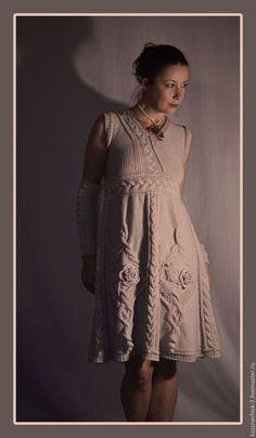 Купить или заказать Платье Герда в интернет-магазине на Ярмарке Мастеров. Вязаный сарафан, 'инкрустированный' аранами, вязаными цветами и натуральным перламутром не только красив, но и удобен - обтягивающий лиф и открытые плечи показывает хрупкость фигуры женщины, а трапеция - оставляет в тени 'ненужные подробности'. На заказ свяжу нечто подобное в любой доступной цветовой гамме.