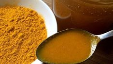 Curcuma or turmeric is an ancient Ayurvedic medicine used for centuries throughout Indonesia and Southeast Asia. Turmeric Drink, Turmeric And Honey, Ginger Drink, Turmeric Recipes, Raw Honey, Healthy Holistic Living, Natural Cleanse, Natural Antibiotics, Water Recipes